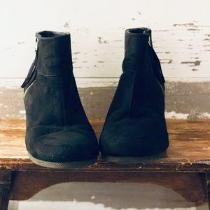 Emmy wedge boots by Attention 9